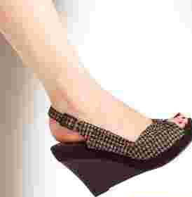 كفش هاي لژدار مناسبتر از كفشهاي پاشنهدار هستند